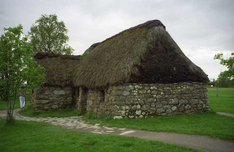 A primitive stone cottage on the Culloden Battlefield.