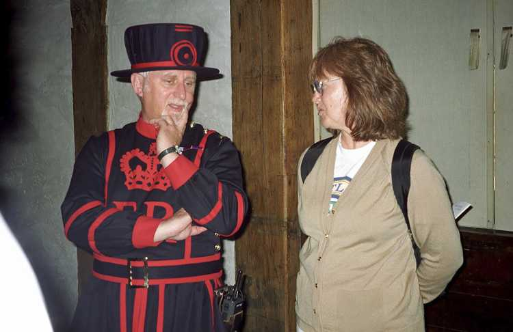 Geri chatted quite awhile with this Beefeater at the Tower of London