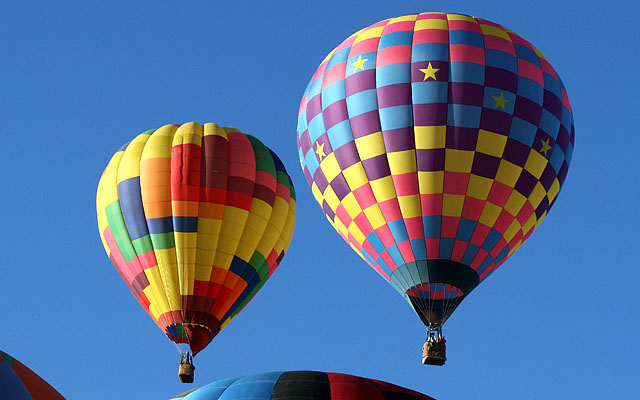 "The balloon on the right appears to be ""Check-It-Out"" piloted by Mike Kijak of Windsor, California."
